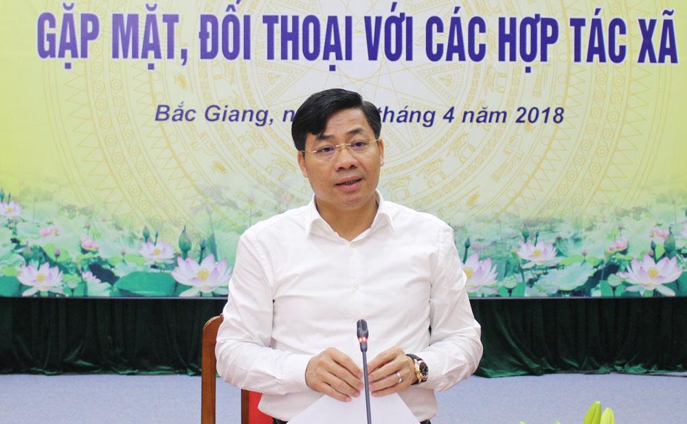 Phó Chủ tịch UBND tỉnh Dương Văn Thái kết luận buổi đối thoại.