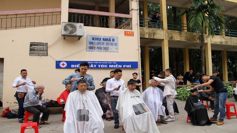 Cắt tóc miễn phí cho bệnh nhân hoàn cảnh khó khăn