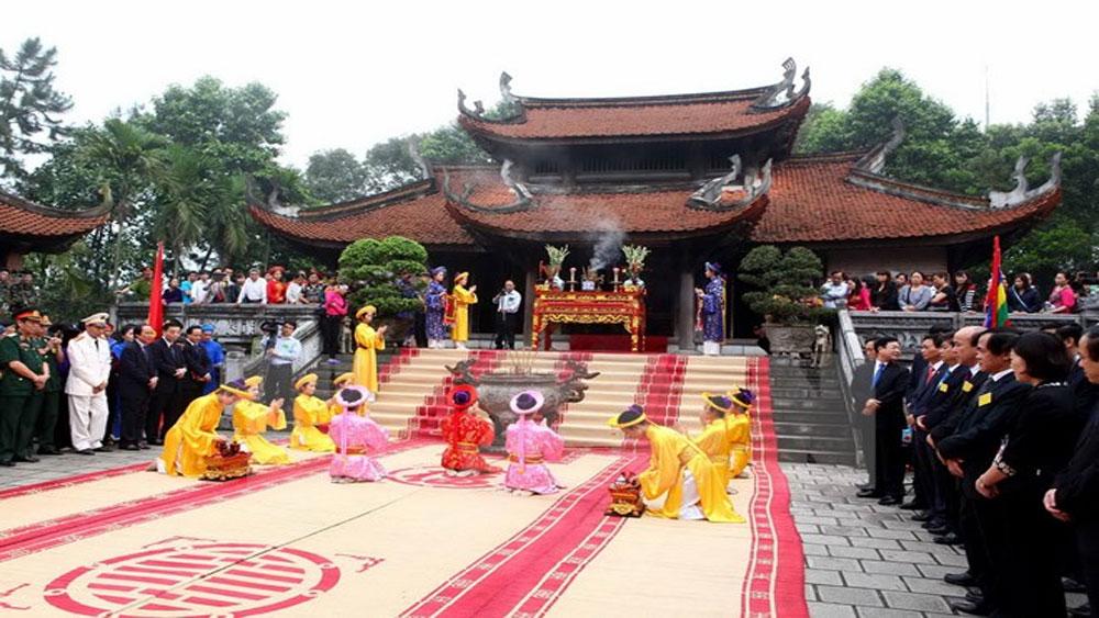 Thăm khu di tích đền Hùng