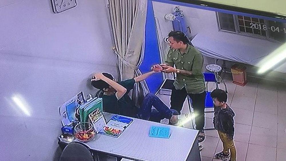 Bác sĩ Bệnh viện Xanh Pôn bị người nhà bệnh nhi đấm liên tiếp vào mặt