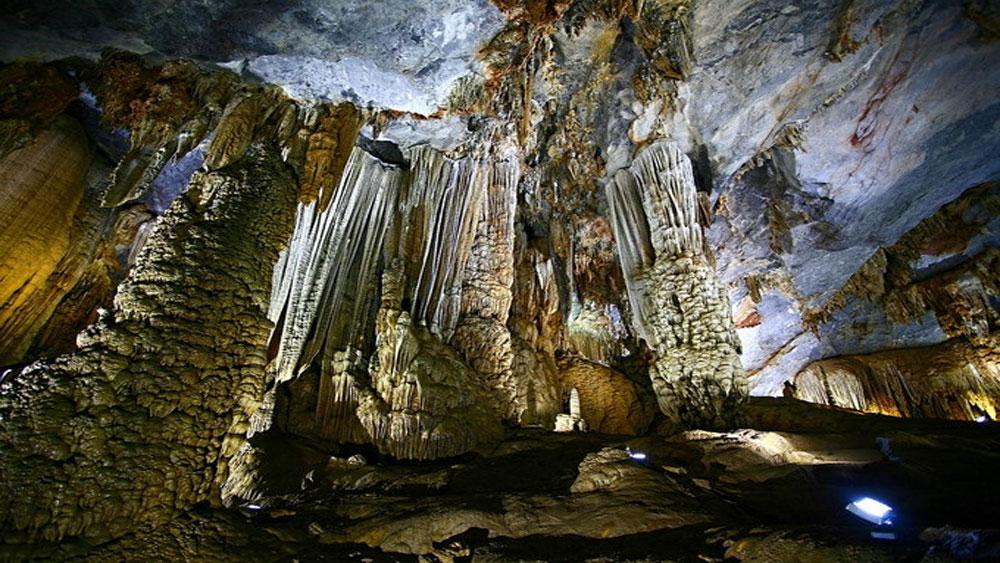 Vẻ huyền bí, 5 hang động, dọc miền đất nước