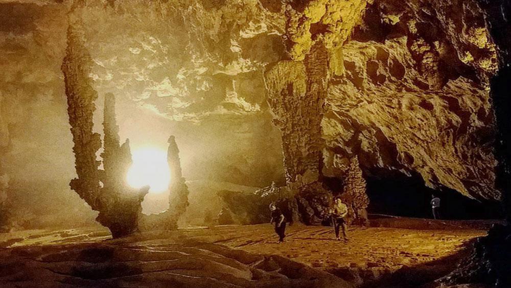 Vẻ huyền bí của 5 hang động dọc miền đất nước