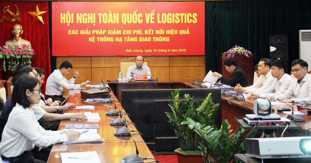 Thủ tướng Nguyễn Xuân Phúc chỉ đạo: Tăng cường kết nối, giảm chi phí dịch vụ logistics