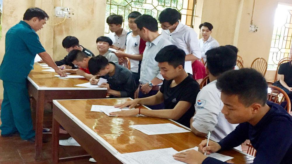 Đăng ký nghĩa vụ quân sự cho hơn một nghìn thanh niên tuổi 17
