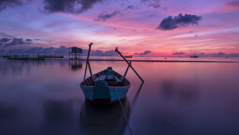 Vietnamese island paradises, largest island, idyllic beaches, romantic sunsets, evergreen forests, mysterious girl, romantic sunsets, Nam Du island, Con Dao island, Phu Quoc island, Co To island, Ly Son island