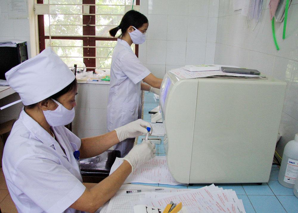 Đoàn viên Bệnh viện Đa khoa huyện Lạng Giang thi đua lao động, hoàn thành tốt nhiệm vụ.