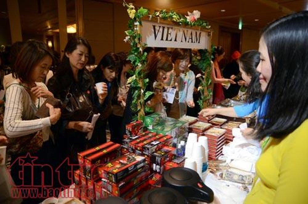 Vietnam, ALFS, charity bazaar, Tokyo, Asia-Pacific Ladies Friendship Society, high-ranking official, opening ceremony, annual event, handicrafts and traditional cuisines