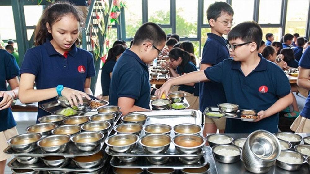 Các trường tổ chức bếp ăn phải công khai thực đơn hàng ngày