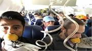 Hành khách trên máy bay nổ động cơ đeo mặt nạ oxy sai cách