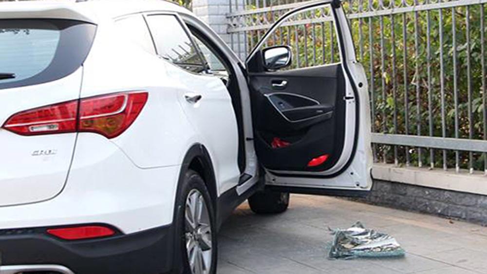 Ôtô bị đập vỡ kính, mất trộm hơn một tỷ đồng