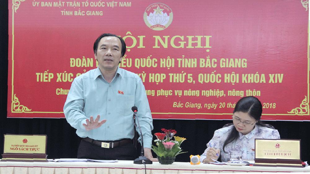 Ông Ngô Sách Thực, Phó Chủ tịch Ủy ban T.Ư MTTQ Việt Nam tiếp thu ý kiến của cử tri,