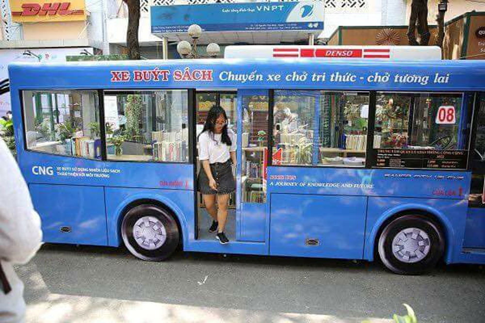 Book bus, Ho Chi Minh City, mobile book service, fifth Book Day, journey of knowledge, mini library, Knowledge bus stop, cooperation agreement