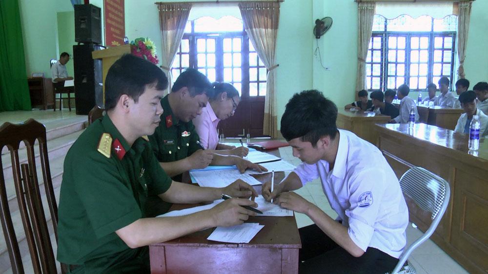 Hoàn thành đăng ký nghĩa vụ quân sự cho nam thanh niên tuổi 17
