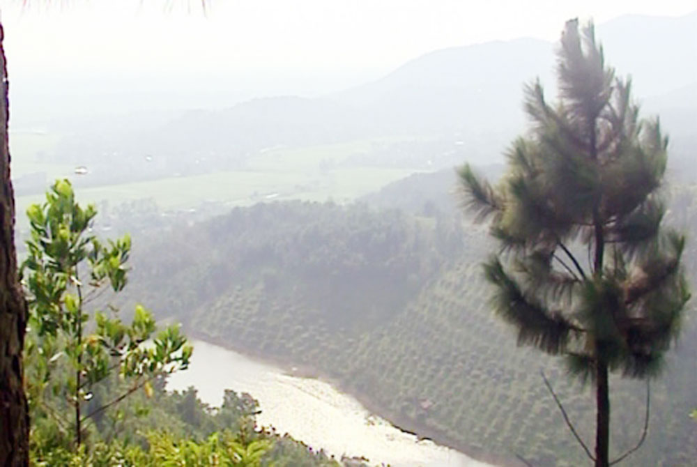Legends, Nham Bien, mountain range, Bac Giang province, silver stripes, beautiful landscapes, necessary conditions, phoenixes, important military position