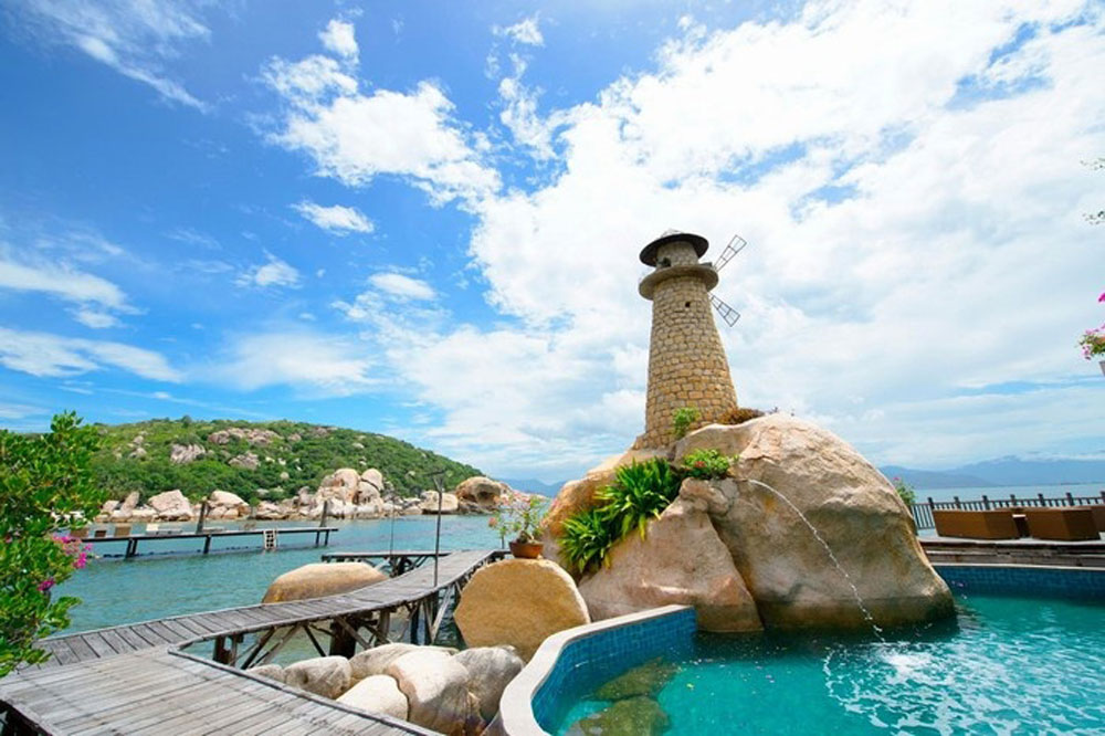 Vietnam, pristine bay, best places, May visit, Mesmerizing beaches, luxury resorts, perfect combination, Cam Ranh Bay, travel ideas