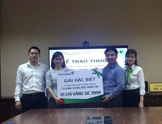 Vietcombank Bắc Giang trao giải chương trình khuyến mại