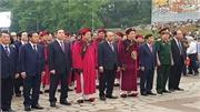 Dâng hương tưởng niệm các Vua Hùng