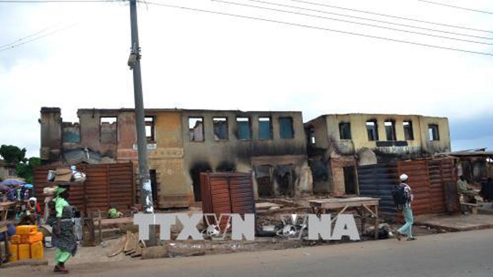 Cảnh đổ nát sau các cuộc xung đột giữa tộc Hausa và Yoruba ở Ile-Ife, Nigeria ngày 5-4-2017.
