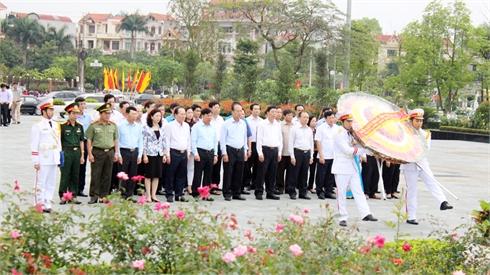 Đoàn đại biểu lãnh  đạo tỉnh dâng hương, đặt vòng hoa viếng các Anh hùng liệt sĩ