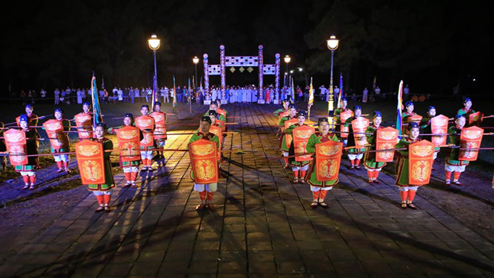 Hue festival: Heaven-and-Earth-worshipping ritual re-enacted