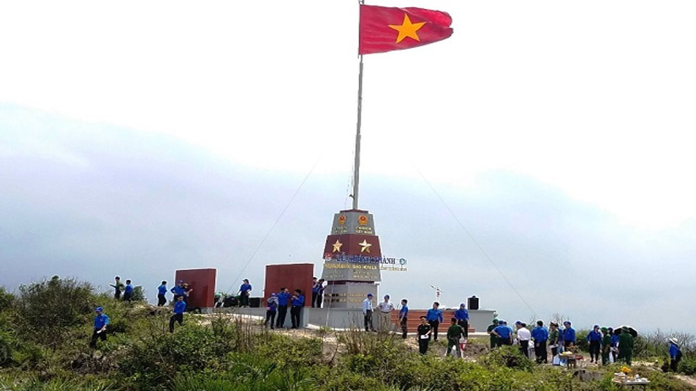 National flag pole inaugurated on Quang Binh's Hon La Island