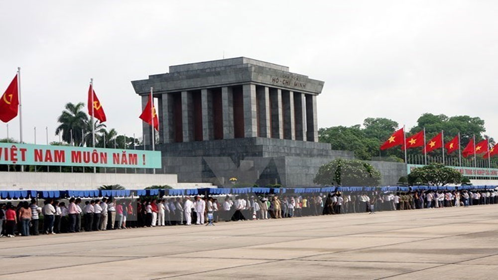 Almost 51,000 people visit President Ho Chi Minh Mausoleum