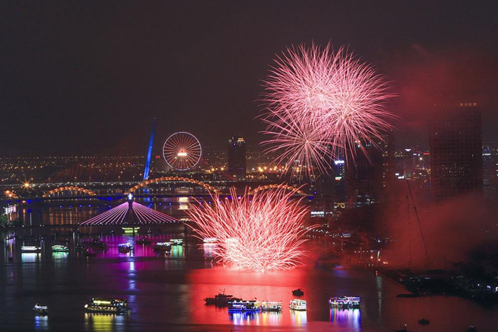 Breathtaking displays, kickstart, fireworks fest, Da Nang city, spectacular show