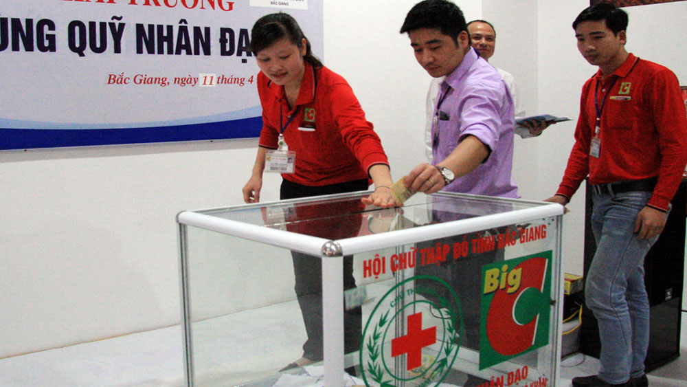 Bac Giang province raises Humanitarian fund