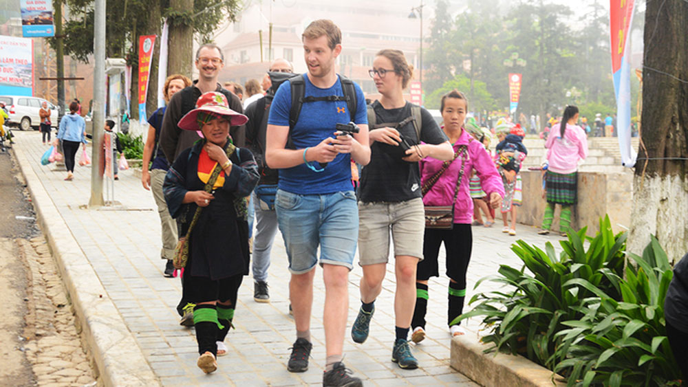 Vietnam, resort towns, cash in, long holiday weekend, four-day break, domestic tourism sector, tourism revenues, famous spots