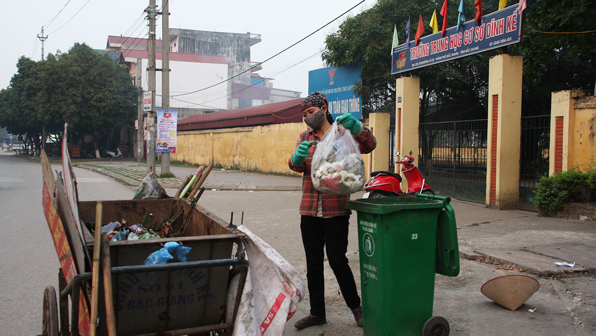 Sau một tháng triển khai thu tiền dịch vụ rác thải: Đề xuất hướng giải quyết khó khăn, vướng mắc