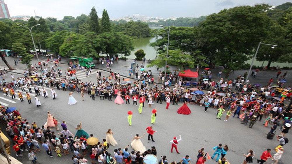 """""""Lễ hội"""" văn hóa châu Âu tại không gian phố đi bộ Hà Nội"""