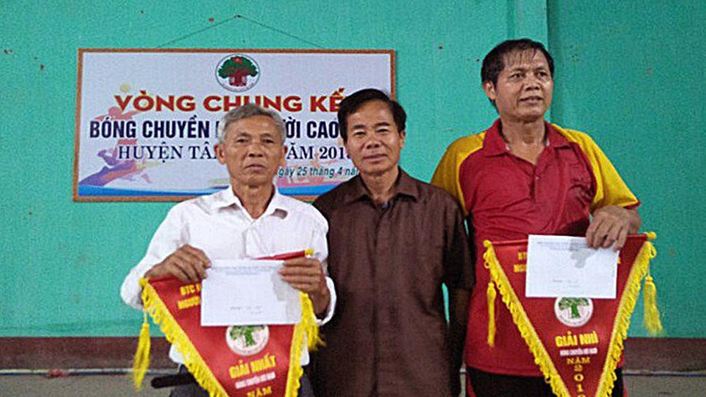 Hội Người cao tuổi tổ chức chung kết giải bóng chuyền hơi
