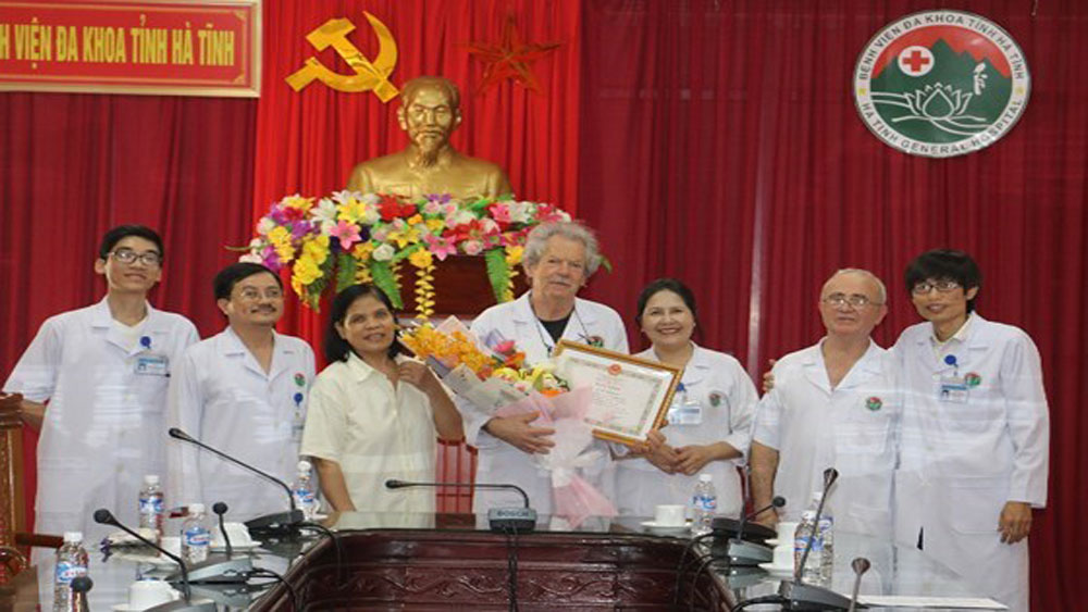 French doctors honoured for contributions to health care in Vietnam