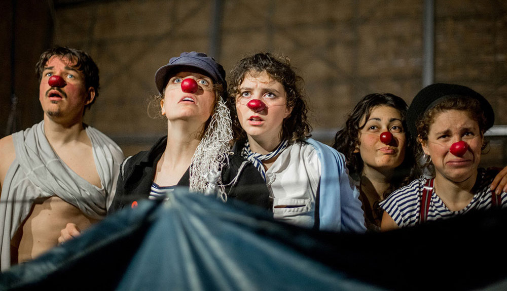 French circus,  Hanoi audience, Be Clown, contemporary circus show, timeless journey, stirring experience, circus lover