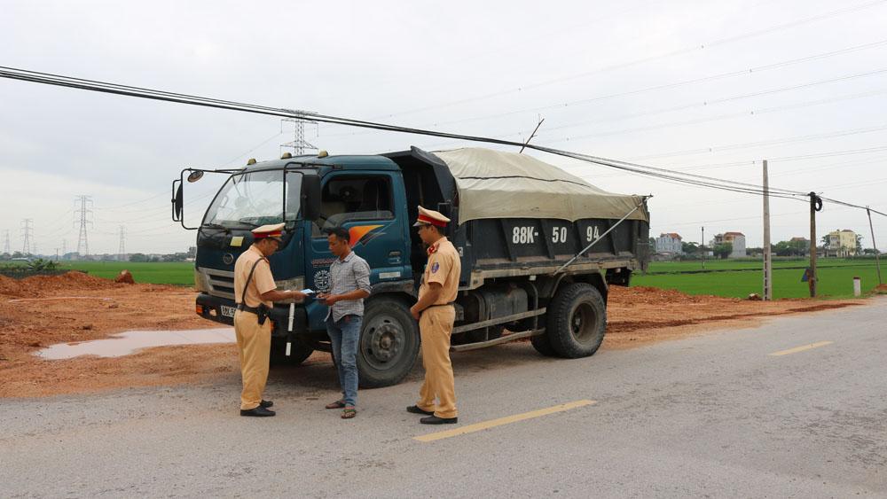 Việt Yên gian nan xử lý xe quá tải, xe tự chế