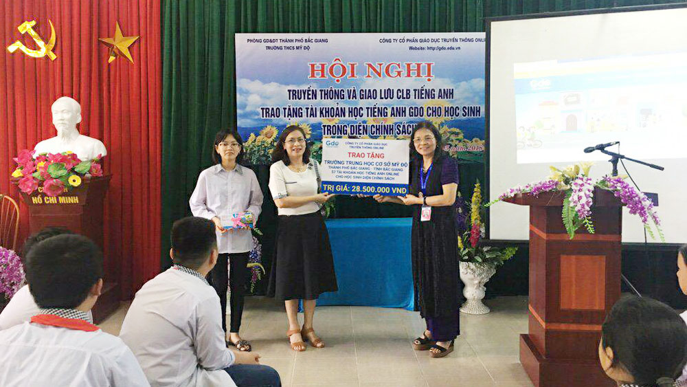 Online English Learning Account presented to needy students
