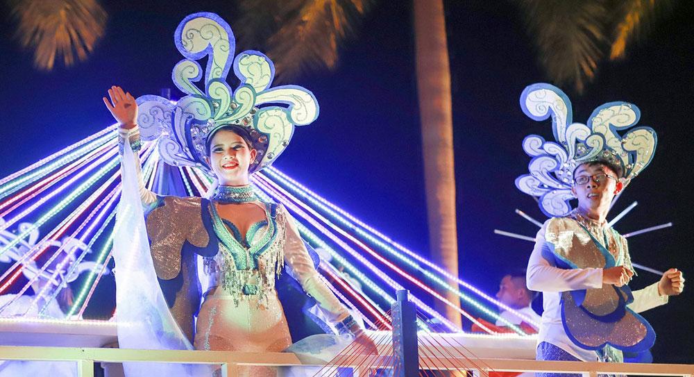Da Nang parties, street carnival, local and foreign artists, summer fireworks festival, biggest cultural  event, tourism events, Legends of Bridges, Han River Bridge, Dragon Bridge