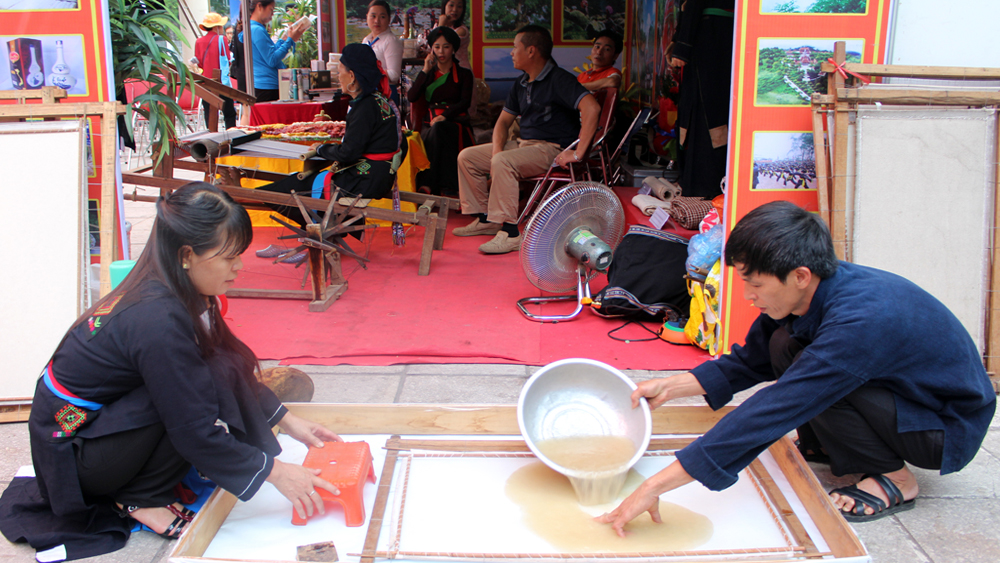 Cao Lan ethnic minorities maintain papermaking craft