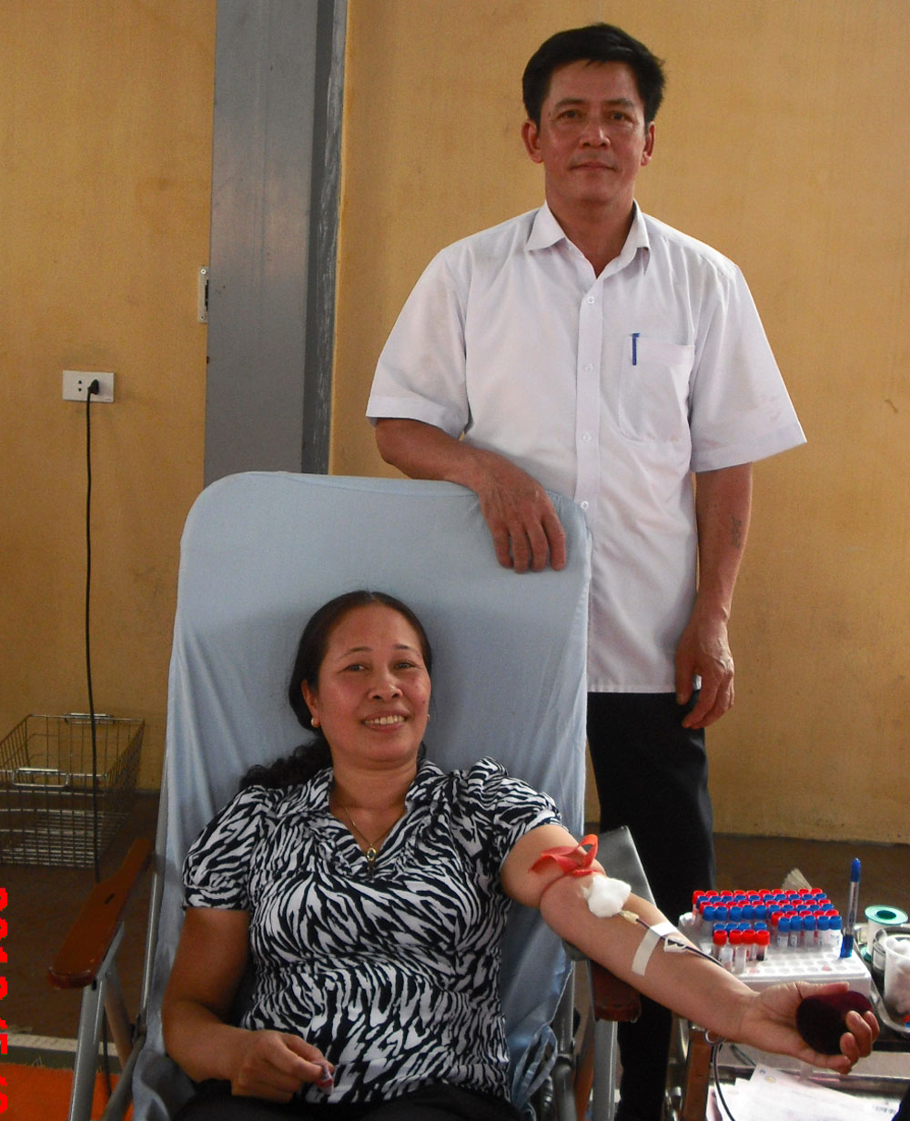 Bac Giang province, blood donation movements, leading cities, active contribution, blood donation families,  units of blood, Red Cross Society, financial aid