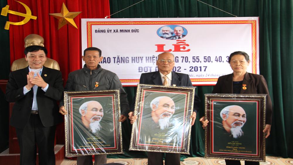 Việt Yên, huy hiệu đảng, đảng viên, sinh nhật Bác