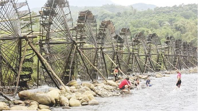 Water wheels stun visitors to northwestern region