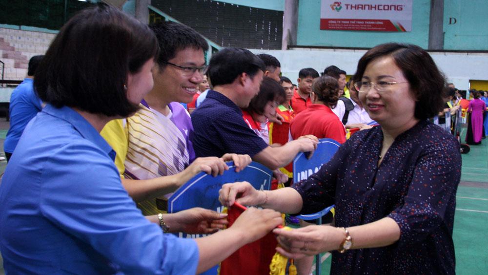 Gần 300 vận động viên tham gia Giải Cầu lông công nhân, viên chức, lao động lần thứ XXII