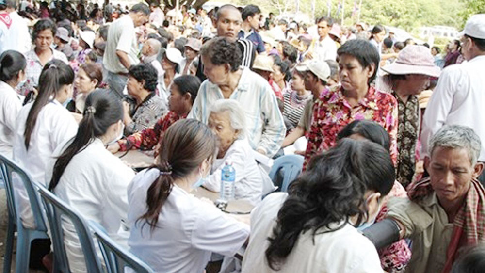 Overseas Vietnamese doctors, Cambodia, poor locals, Kep province, Vietnamese expats, free check-ups, charitable programme, mutual support
