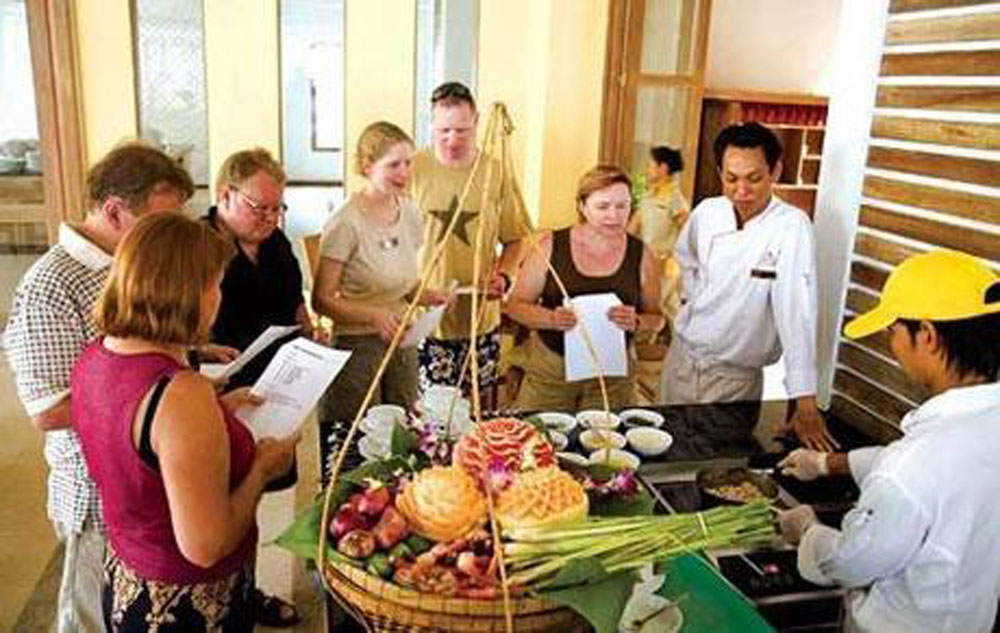 Vietnam cuisine, unique tourism product, smoke-free industry, characteristic products, international visitors, cultural heritage, valuable resource