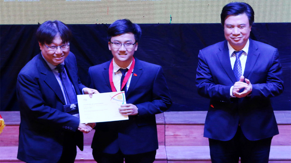 Trịnh Duy Hiếu đoạt Huy chương Vàng Olympic Vật lý châu Á: Phần thưởng cho những nỗ lực không ngừng