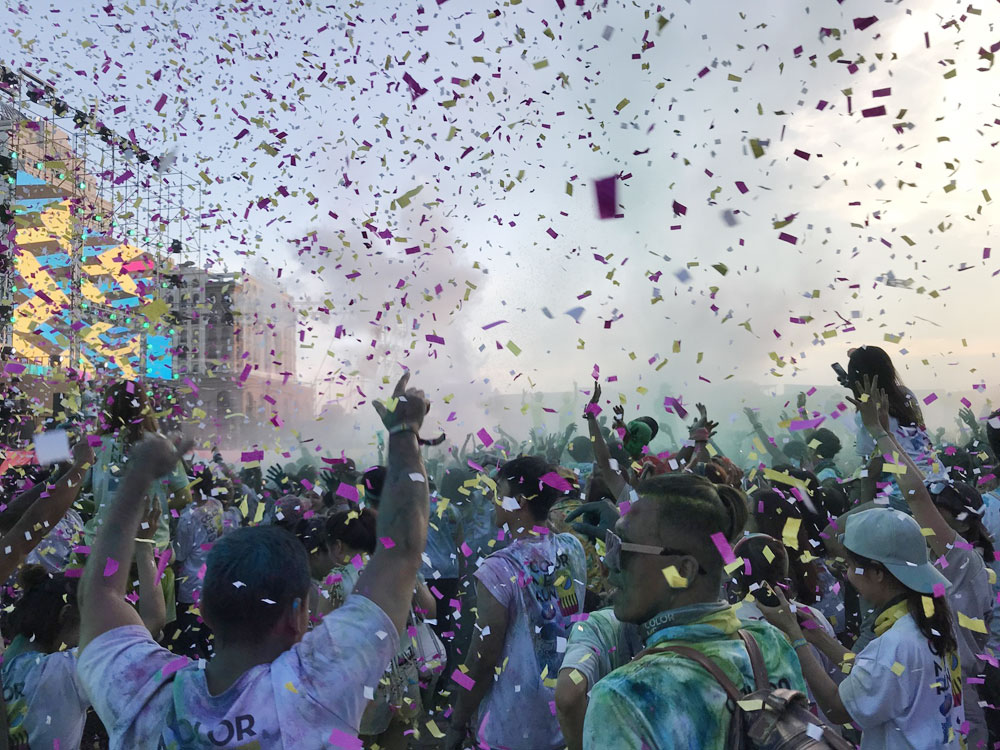 Runners, color and music, Saigon festival, Color Me Run, local and foreign participants, live music concert, Shout Out Loud