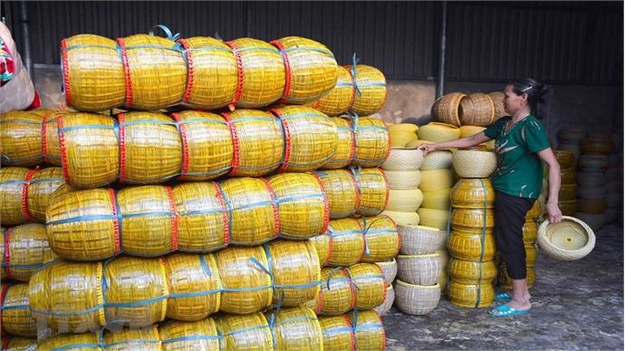 Hundred year-old teapot basket making village in Nam Dinh