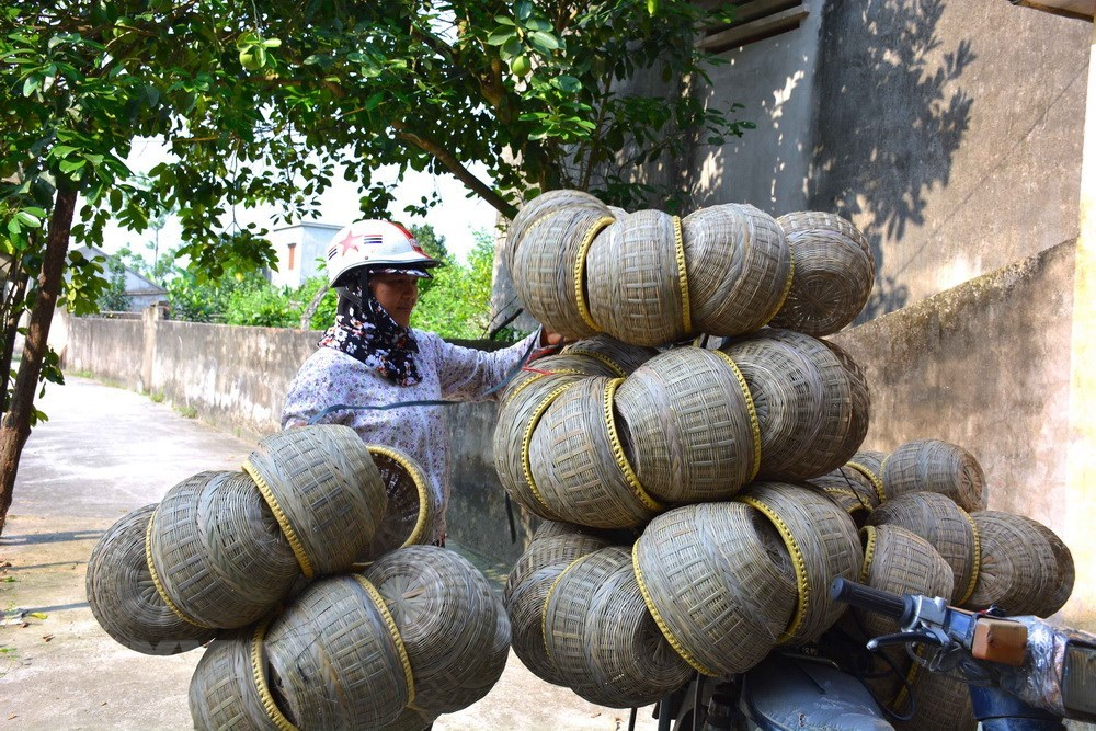 Hundred year-old village, teapot basket, handicraft village, Nam Dinh province, gianh tich, traditional product