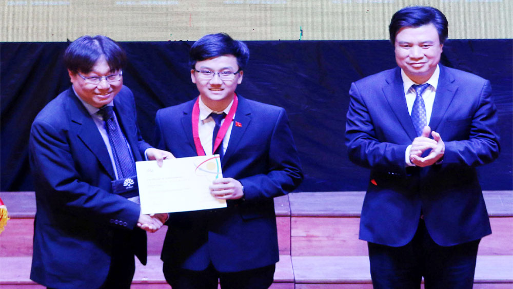Asian Physics Olympiad gold medallist: Reward for endless efforts