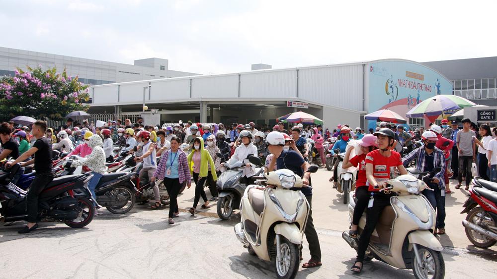 Công nhân Công ty TNHH Crystal Martin Việt Nam tiếp tục ngừng việc tập thể đòi quyền lợi
